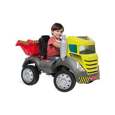 caminhao-brutus-pedal-com-crianca
