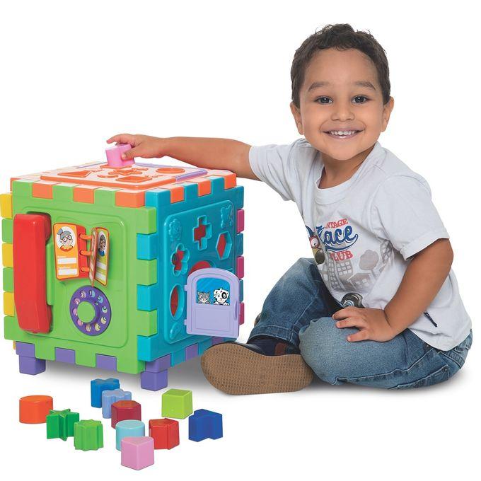 cubo-didatico-grande-com-crianca